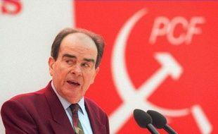 Photo datée du 26 janvier 1994 du Secrétaire général du Parti communiste Georges Marchais prononçant un discours lors du 28ème Congrès du PCF