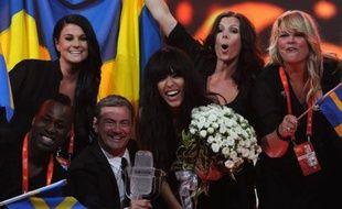 """""""Elle a balayé"""", """"massacré"""" les autres concurrents, a commenté la presse suédoise à l'annonce de la victoire de Loreen samedi soir au concours de l'Eurovision de Bakou avec sa chanson """"Euphoria"""""""