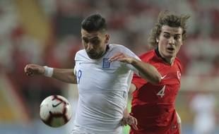 L'attaquant grec Efthymios Koulouris contre la Turquie lors d'un match amical à Antalya, le 30 mai 2019.