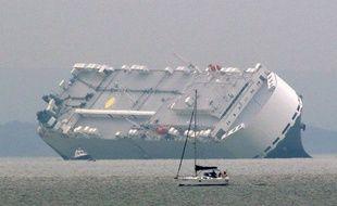 Les 25 membres d'équipage du Hoegh Osaka, un navire de 51.000 tonnes immatriculé à Singapour, ont pu être tous secourus par hélicoptère et par bateau.
