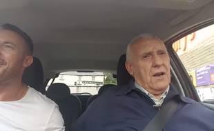 La vidéo de Ted McDermott, atteint d'Alzheimer, et de son fils a été vue plus de 2 millions de fois.