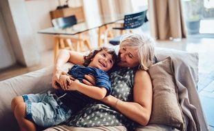 La condition de grands-parents est reconnue par la loi et impose des devoirs et des obligations.