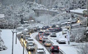 La neige a paralysé l'agglomération lyonnaise le 30 novembre 2010. Quartier de Vaise.