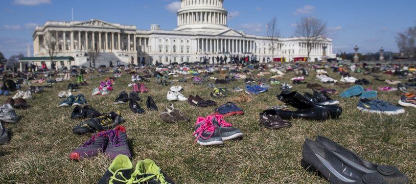 7.000 chaussures ont été déposées sur la pelouse du siège du Congrès à Washington.
