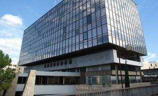 L'ancienne mairie de Montpellier contient une partie des archives municipales de la ville. De l'amiante a été retrouvé sur des dossiers