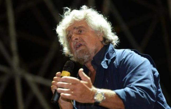 Le leader du Mouvement 5 étoiles Beppe Grillo lors d'un discours au Cirque Maxime de Rome le 10 octobre 2014