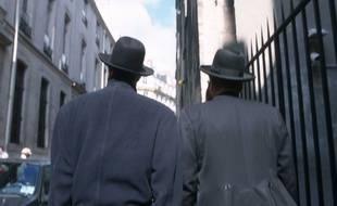 Deux Juifs dans le quartier du Marais à Paris.