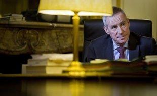 Le nouveau procureur de la République à Paris, François Molins, 58 ans, a pris ses fonctions mercredi, précédé de sa réputation de très bon juriste, parquetier et chef d'équipe, mais aussi du soupçon de trop grande proximité avec le pouvoir.