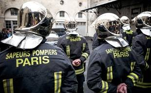 Des pompiers de Paris. (illustration)