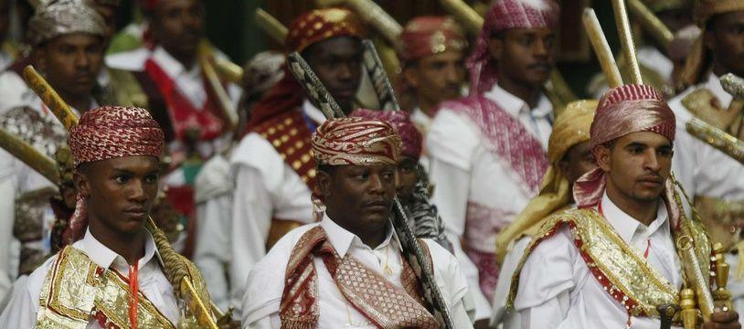 Des hommes participent à un mariage de masse à Sanaa, la capitale yéménite, en 2014.