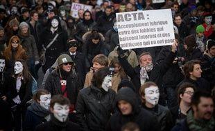 Manifestation des Anonymous et du collectif La Quadrature du Net contre la mise en place de l'ACTA, un accord international anti-contrefacon pour lutter contre le piratage internet. Paris le 11 fevrier 2012.