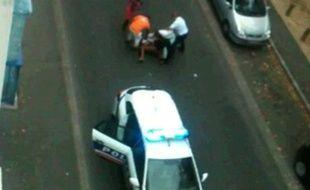 Capture d'écran de la vidéo «Honte à la police française»
