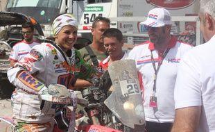 La pilote espagnole Laia Sanz, à l'arrivée de la 8e étape du Dakar à Iquique (Chili), le 12 janvier 2015.