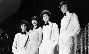 Gali Hatari, deuxième en partant de la gauche, entourée du groupe Milk and Honey, en avril 1979 à Paris, quelques jours après leur victoire à l'Eurovision.